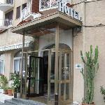 Eingang zum Hotel Paco