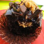 Peanut butter stuffed cupcake !