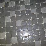 Badezimmerfußboden.