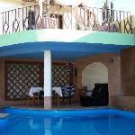 la camera con vista piscina