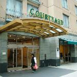 Courtyard by Marriott Oakland Downtown - main entrance
