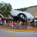 Exterior of Calhouns Gatlinburg