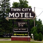 ‪Twin City Motel‬