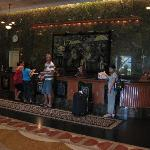 Check-in + check-out procedure in hotel lobby