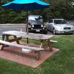 Nicely kept grounds & picnic tables