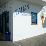 La gelateria al porto di Naoussa