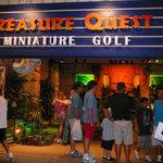 Exterior of Treasure Quest Mini Golf Gatlinburg 2011