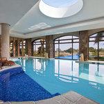 Piscina interna climatizada con hidromasajes en el real Spa