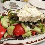 salad with  ksinomizithra