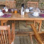 Petit déjeuner terrasse chambre d'hôtes la Croix d'hélène