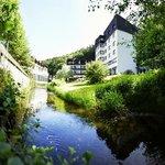 Hotel mit Bach