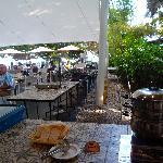 Nice breakfast area with lots of sunshine