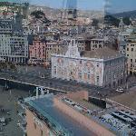 Il contesto dove è inserito l'Hotel Veronese (P.za Caricamento) visto dal Bigl