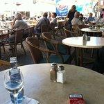 Straßencafé mit Altstadtblick