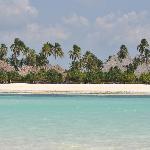 l'hotel visto dalla lingua di sabbia con la bassa marea