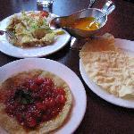 Samossa végétariens, crevettes puri et poppodum