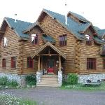 Impressive log home with a cozy feel