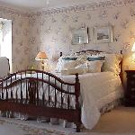 College Walk Room – The tranquil beauty of a walk through the historic streets of Annapolis, the