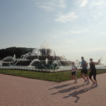 Buckingham Fountain, Chicago IL - photo by Marlin Keesler, City Running Tours