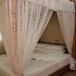 Un grand lit frai où il fait bon se prélasser!