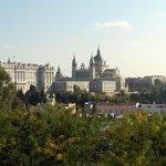 Vista del Palacio Real y Catedral de la Almudena