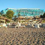 le Calypso Beach, vu de la plage