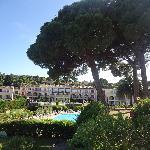 Vue de l'hôtel et des jardins