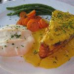 Salmon with saffron sauce and seasonal vegetables