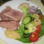 Főtt füstölt csülökl (smoked, boiled knuckle of ham served with horseradish and mustard)