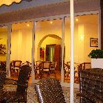 salottini interni sotto portico vetrato