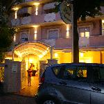 ingresso Hotel Azzuurra - vista notturna