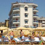 Hotel vom Strand gesehen