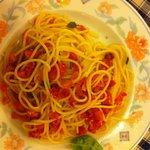 la prima. pasta with tomatoes and garlic