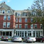 Front View of Brandon Inn