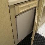 cabnet with fridge won't close