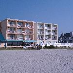 Acacia Motel on right, facing the ocean