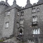 An exterior view of Kilkenny Castle