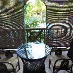 Camera 205: la veranda vista giardino/piscina