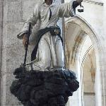 教会内の鉱山労働者の彫刻像