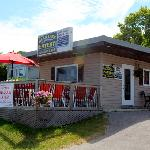 Head Lake Eatery