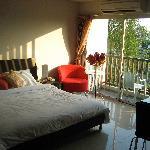 Lovely open floorplan, sliding glass door and natural light