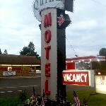 Quinn Motel Sign