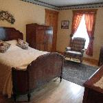 the smaller room with a queen size bed