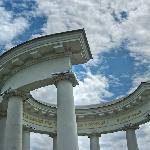 Poltava White Arbour: horseshoe lucky shape
