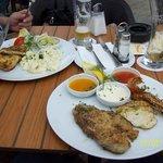 rechts: 3 verschiedene Fischsorten, links: Schollenfilet.