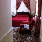 Une grande chambre qui ressemble à une suite...