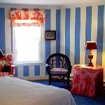 Blue Room with queen bed & private bath