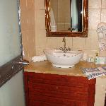 Πεντακάθαρο καινούργιο μπάνιο