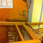barricati nella stanza, affinchè non potessero aprire la porta dall'esterno.