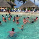 animadores en la piscina ..zumba!